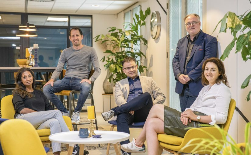 Het huidige Management Team van Bex*communicatie, v.l.n.r. Jhorna Erkens, Rolf van Duijnhoven, Serge van Rooij, Peter van den Besselaar, Marlon van den Besselaar.